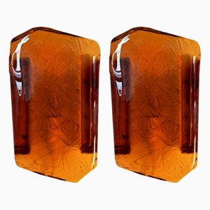 Apliques daneses vintage de vidrio prensado en ámbar de Vitrika, años 60. Juego de 2
