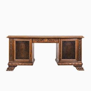 Vintage Schreibtisch aus Nussholz im Stil der Renaissance, 1920er