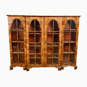 Antikes Queen Anne Breakfront Bücherregal aus Nussholz