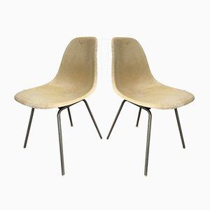 Sillas auxiliares modelo DSS-H de fibra de vidrio de Charles & Ray Eames, años 60. Juego de 2