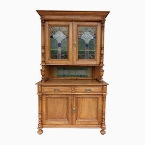 Aparador antiguo de madera blanda y vitral