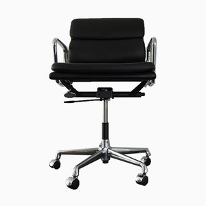 Chaise de Bureau EA 217 en Chrome et Cuir par Charles & Ray Eames pour Vitra, 2000s