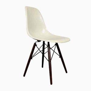 Chaise de Salle à Manger en Fibre de Verre par Charles & Ray Eames pour Herman Miller, années 80