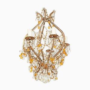 Lámpara de araña francesa pequeña de metal dorado con cuentas de vidrio, años 50