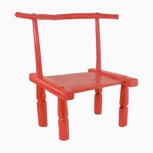 Kleiner afrikanischer roter Baolé Stuhl aus geschnitztem Holz