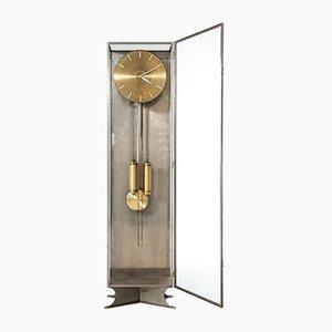 Reloj de pie moderno de acero y vidrio, años 30