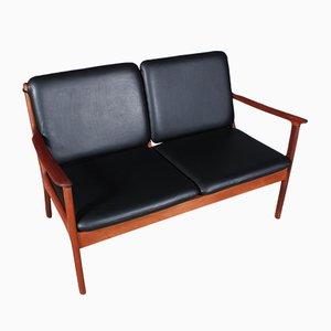 Sofá de dos plazas modelo PJ112 Mid-Century de Ole Wanscher