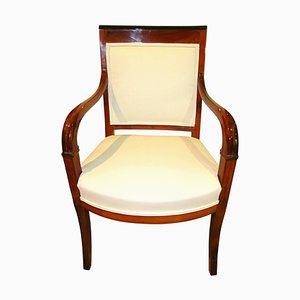Antiker Französischer Biedermeier Armlehnstuhl aus geschnitztem Kirschholz, 1820er