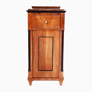 19th Centuy Biedermeier German Walnut Nightstand, 1830s