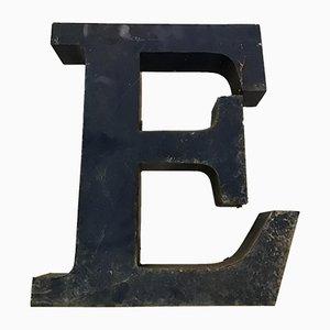 Lettera E vintage in metallo