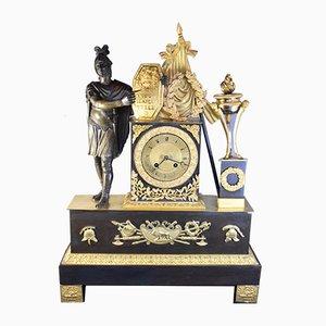 Reloj de la Restauración antiguo con figura de guerrero de bronce