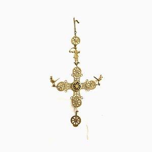 Crucifijo antiguo de metal dorado