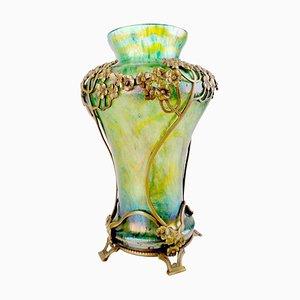 Vaso Art Nouveau in vetro iridescente e bronzo di Kralik