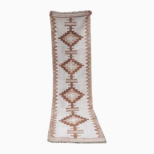 Alfombra de pasillo Kilim bereber marroquí tejida a mano de Vintage Pillow Store Contemporary, años 70