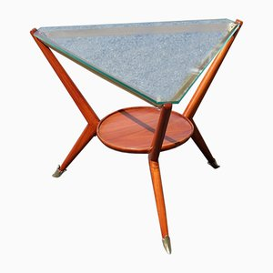 Italienischer Dreieckiger Couchtisch aus Kirschholz & Messing, 1950er
