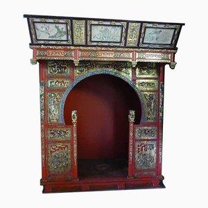 Antikes chinesisches polychromes und goldfarbenes Holzbett