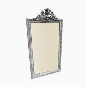 Großer bemalter und vergoldeter antiker französischer Spiegel mit sehr dekorativen Verzierungen aus geschnitztem Holz & Gesso