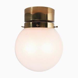 Deckenlampe mit Messingrahmen und Milchglaskugel in Weiß, 1970er