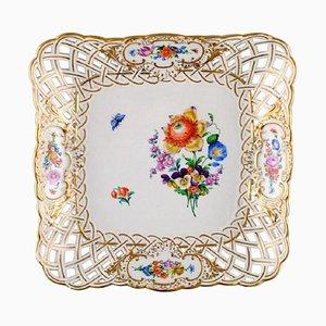 Viereckiger Teller aus gepierctem Porzellan, verziert mit Blumen und goldenem Rand von Meissen, 20. Jahrhundert