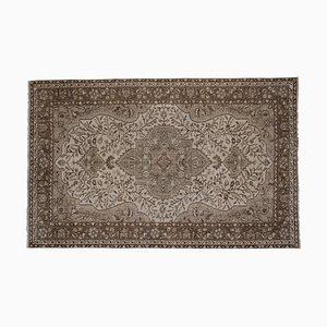 Türkischer floraler Vintage Teppich in neutralen Farben