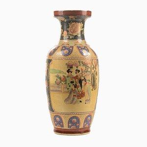 Japanische Keramik Vase mit Figuren und orientalischen Dekorationen, 1980er
