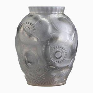 Französische Art Deco Milchglas Vase mit Mohnblumen von Pierre D'Avesn, 1930er