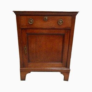 Antiker Schrank mit einer Tür