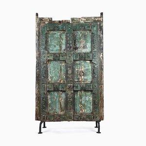 Antike Holztür auf Stahlbasis