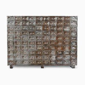 Großer Industrieller Schrank mit 100 Metallspinden