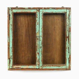 Grüne Vitrine aus patiniertem Holz