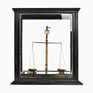 Small English Window Scale