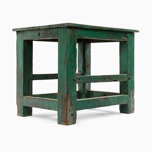 Grüner Tisch aus patiniertem Holz