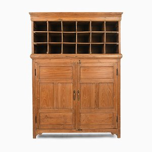 Wooden Hotel Furniture with 18 Lockers and Cupboard