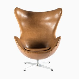 Egg chair in pelle di Arne Jacobsen per Fritz Hansen, 1964