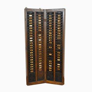 Antikes italienisches hölzernes Bulletin Board and Iron Factory Tags, 1900er