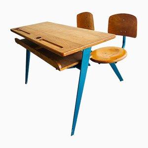 Escritorio infantil No. 850 doble y sillas de Jean Prouvé para Ateliers Jean Prouvé, años 50