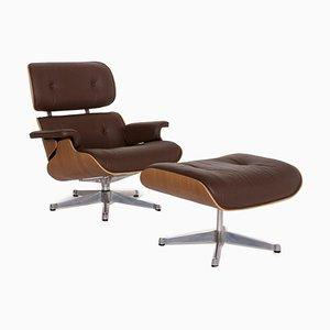 Brauner Ledersessel & Fußhocker von Charles & Ray Eames für Vitra