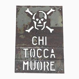 Señal de alto voltaje italiana Chi Tocca Muore o Danger de metal perforado, años 50