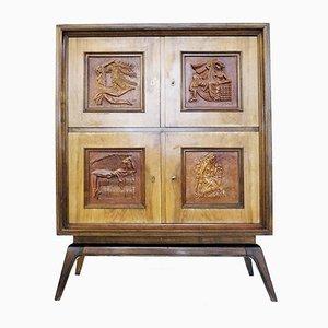 Holzschrank mit geschnitzten dekorativen Elementen, 1940er
