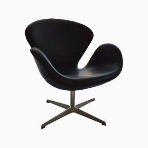 Drehbarer Swan Chair aus Schwarzem Leder von Arne Jacobsen für Fritz Hansen, 2008