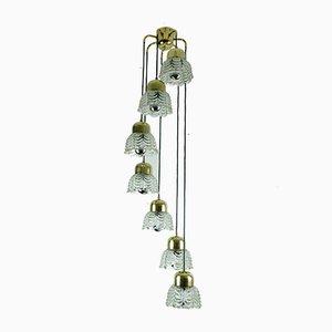 Mid-Century Kaskaden-Kronleuchter aus Messing mit blütenförmigen Glasschirmen, 1960er