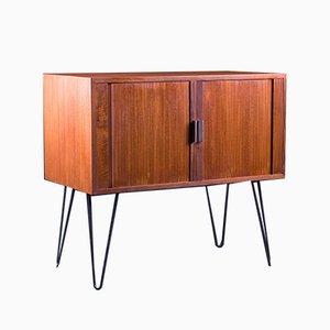 Mueble de laboratorio británico vintage de teca con puerta de persiana, años 60