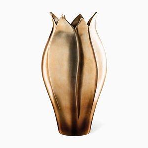 Jarrón italiano artesanal de cerámica Tulip con acabado de latón y metal de VGnewtrend