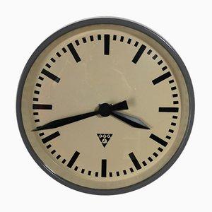 Horloge de Bureau ou d'Usine Vintage en Bakélite de Pragotron, République Tchèque