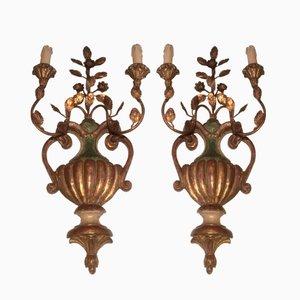 Apliques italianos vintage de madera tallada y dorada. Juego de 2