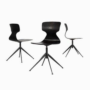 Industrieller Mid-Century Stuhl aus Schwarzem Stoff mit Mittelfuß