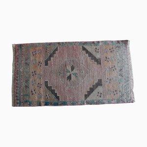 Türkischer Handgeknüpfter Distressed Yastik Teppich oder Badematte, 1970er