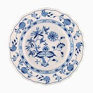 Blauer antiker Teller aus handbemaltem Porzellan in blauer Meissen-Optik