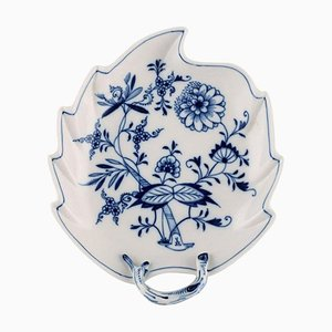 Antiker Meissen Beistelltisch in Blattform aus handbemaltem Porzellan in Blau