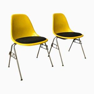 Sedie impilabili DSS in fibra di vetro di Charles & Ray Eames per Vitra, anni '70, set di 2